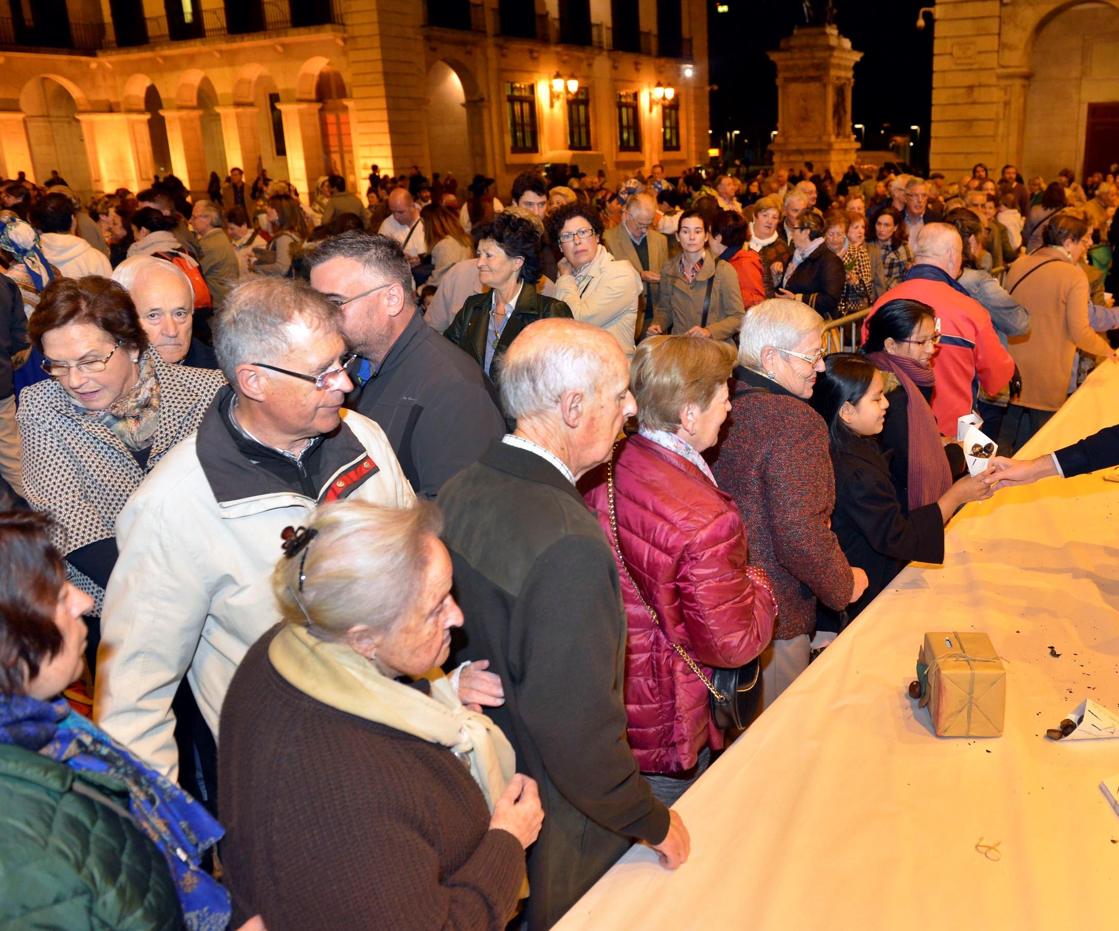 La plaza del ayuntamiento acoger ma ana una magosta - Cocina economica santander ...