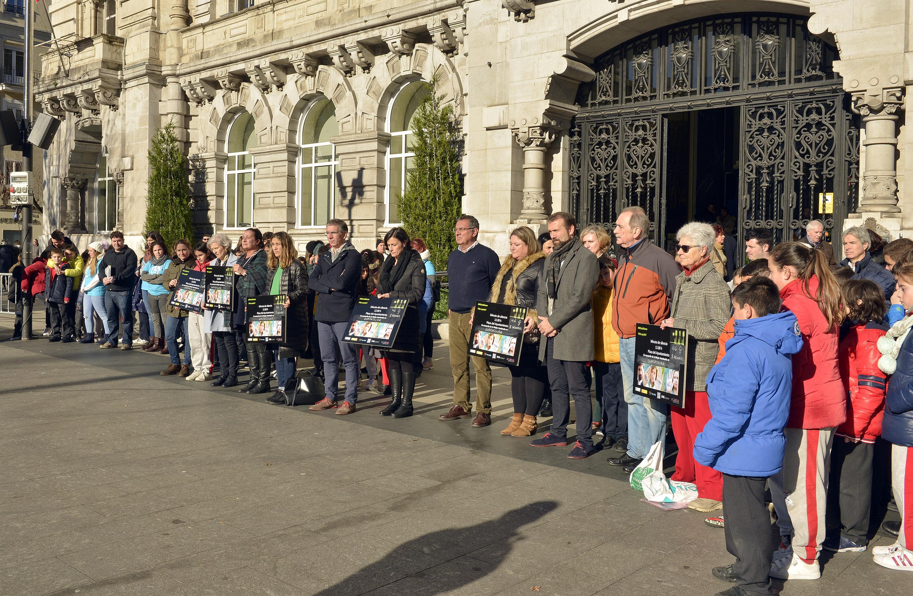 Santander recuerda a la mujer asesinada en guadassuar for Santander oficinas valencia