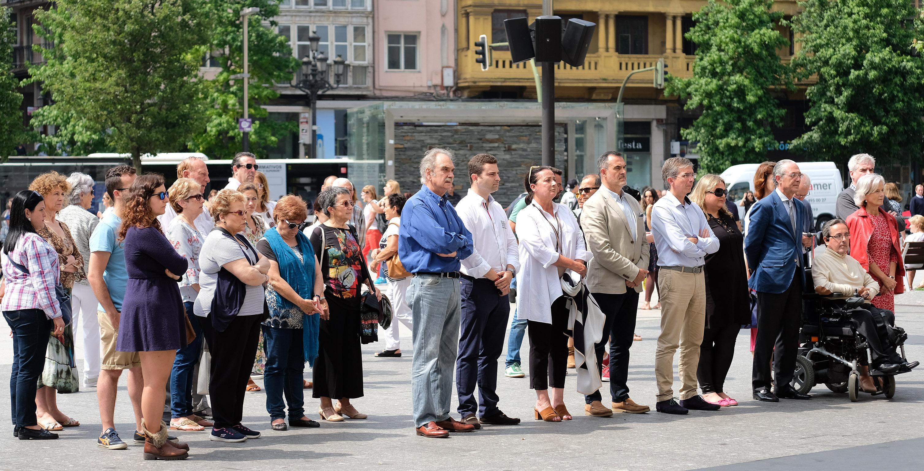 Santander muestra su pesar por el asesinato de una mujer for Oficinas santander granada