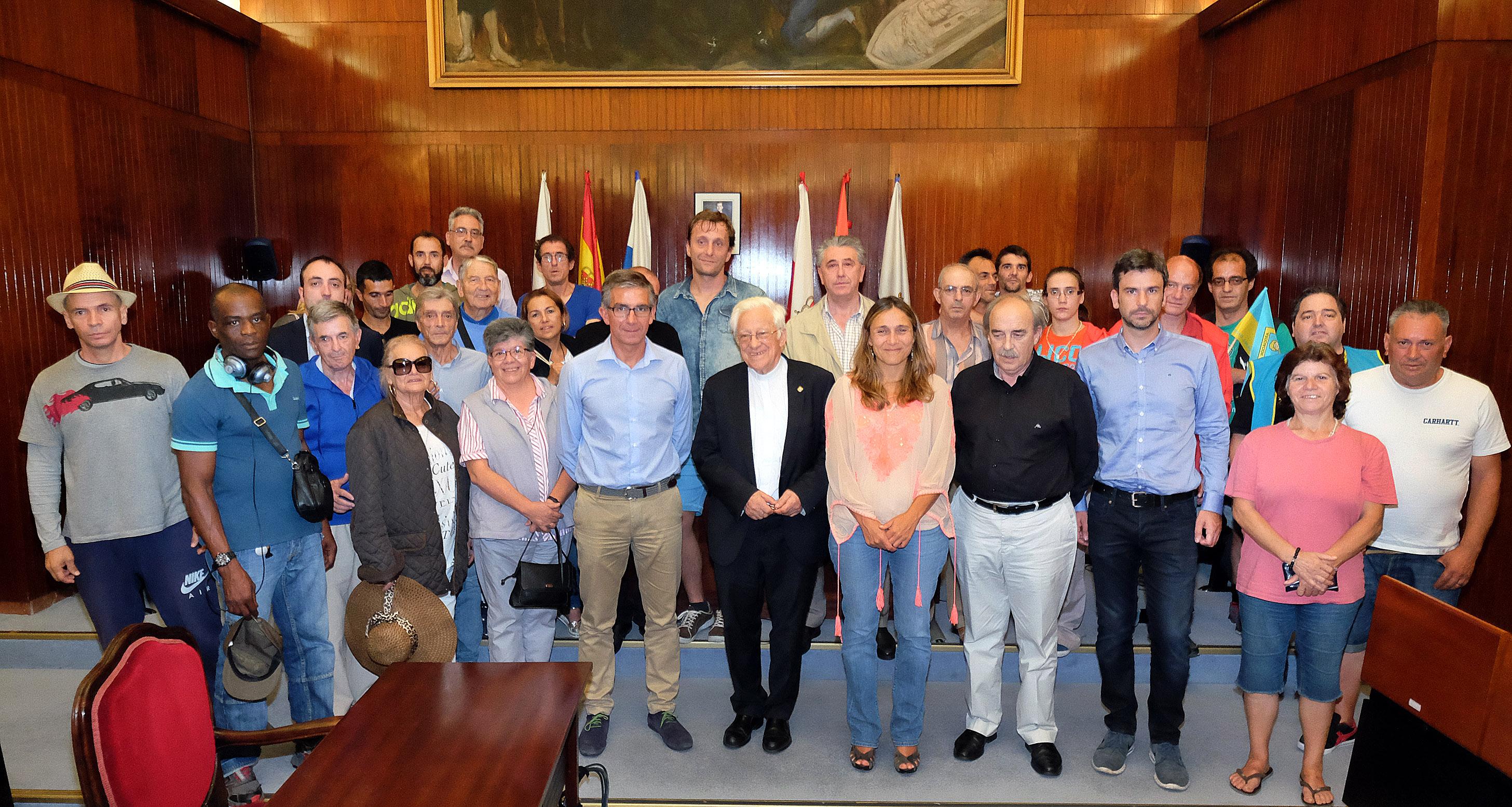 Santander traslada al padre ngel el reconocimiento de la for Oficina ola santander