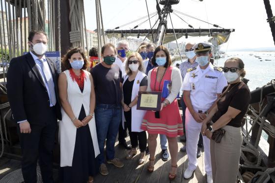La alcaldesa agradece a la Fundación Nao Victoria la llegada a Santander del Galeón Andalucía