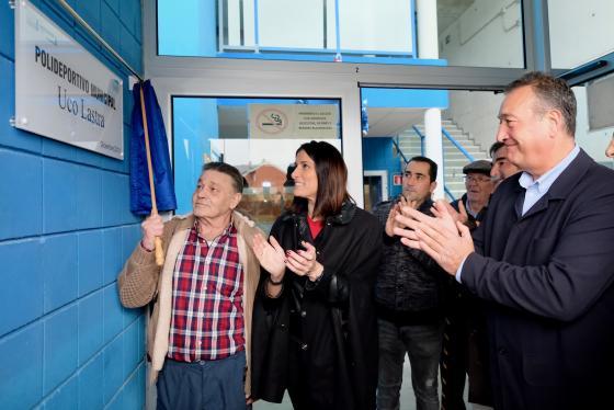 El pabellón polideportivo de Cueto luce ya con el nombre del excampeón de boxeo 'Uco Lastra'