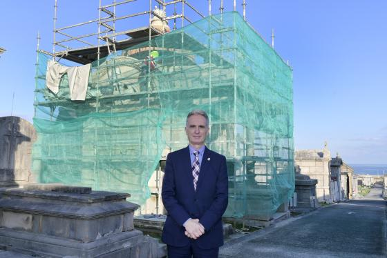 La primera fase de rehabilitación del panteón de la familia Pardo ha dado comienzo