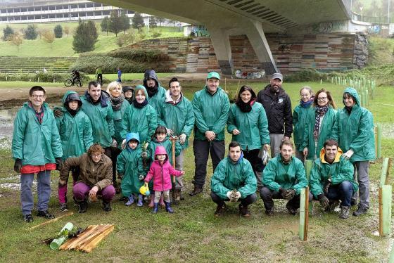 Gema Igual participa en una jornada ambiental de plantación de arbustos en Las Llamas
