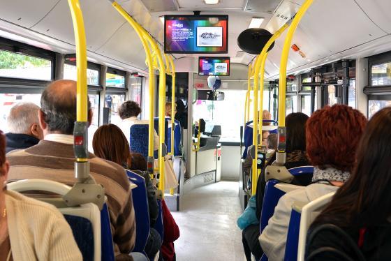 Unos 11.500 pensionistas más podrán viajar gratis en el TUS desde 2018