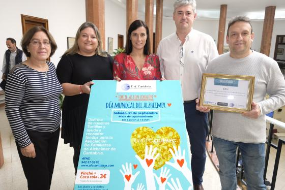 La alcaldesa entrega a AFA Cantabria la recaudación del Día del Alzheimer