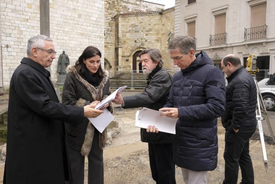 Igual anuncia que la remodelación de la plaza Eguino y Trecu estará finalizada en seis meses