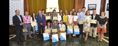 """El Ayuntamiento y """"la Caixa"""" premian los mejores proyectos emprendedores de estudiantes de Bachillerato y FP"""