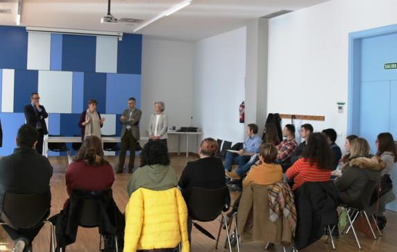 con_participantes_en_el_programa_de_empleo_juvenil_6.jpg