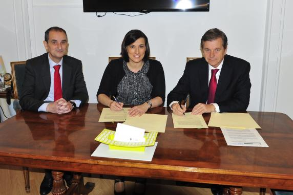 firma_convenio_comercio_online_banco_santander_0.jpg
