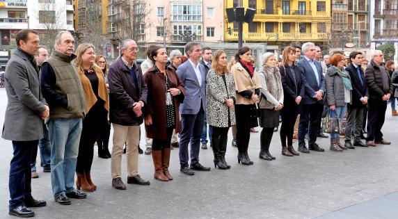 minuto_silencio_victimas_violencia_genero_sesena_y_ourense_0.jpg