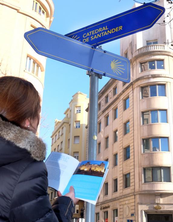 Santander presenta en fitur una gu a de la ciudad para for Buscador de oficinas santander
