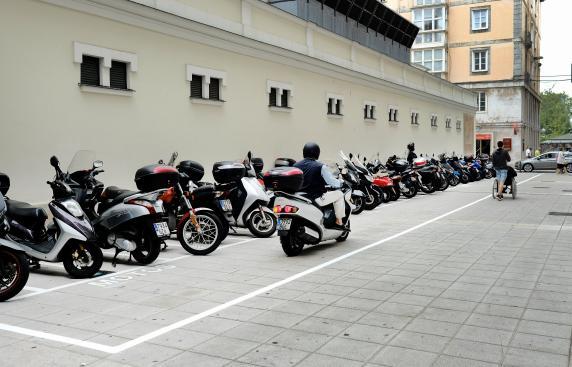 El ayuntamiento acondiciona un estacionamiento para motos for Sanborns de los azulejos tiene estacionamiento