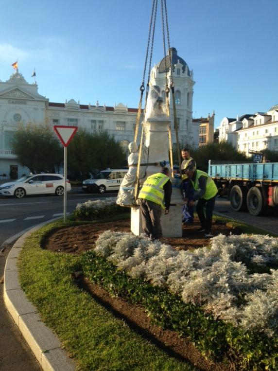 El monumento a augusto gonz lez linares regresa a su for Banco santander mas cercano a mi ubicacion